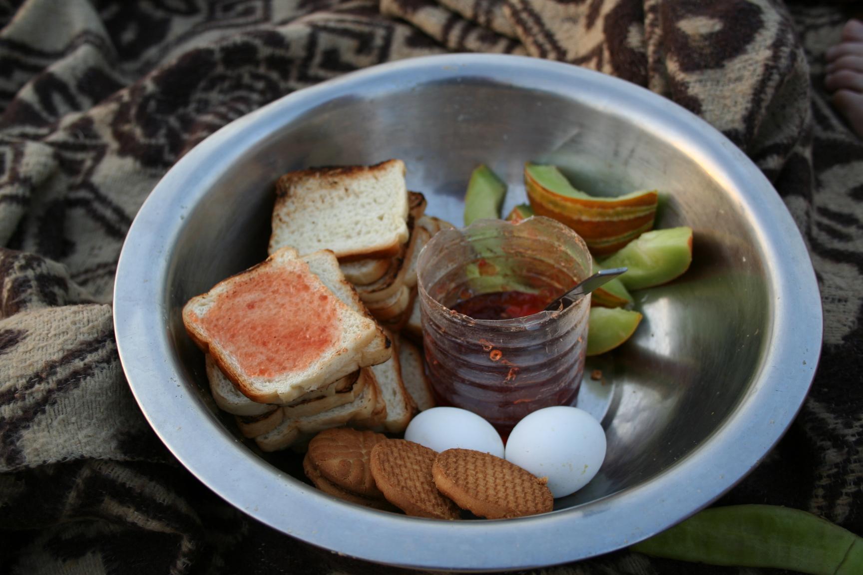 Jaisalmer - breakfast in the desert