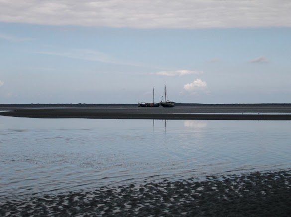 Wadlpen Ameland - ships waiting for high tide