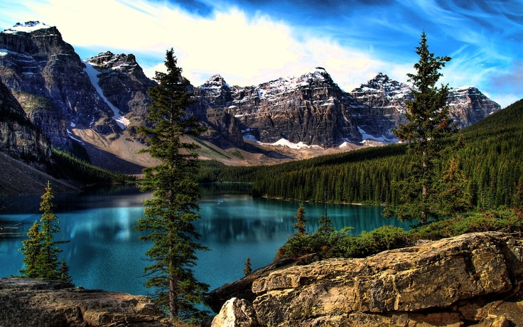 Moriane Lake, Banff National Park, Alberta http://pinterest.com/pin/278026976968391619/