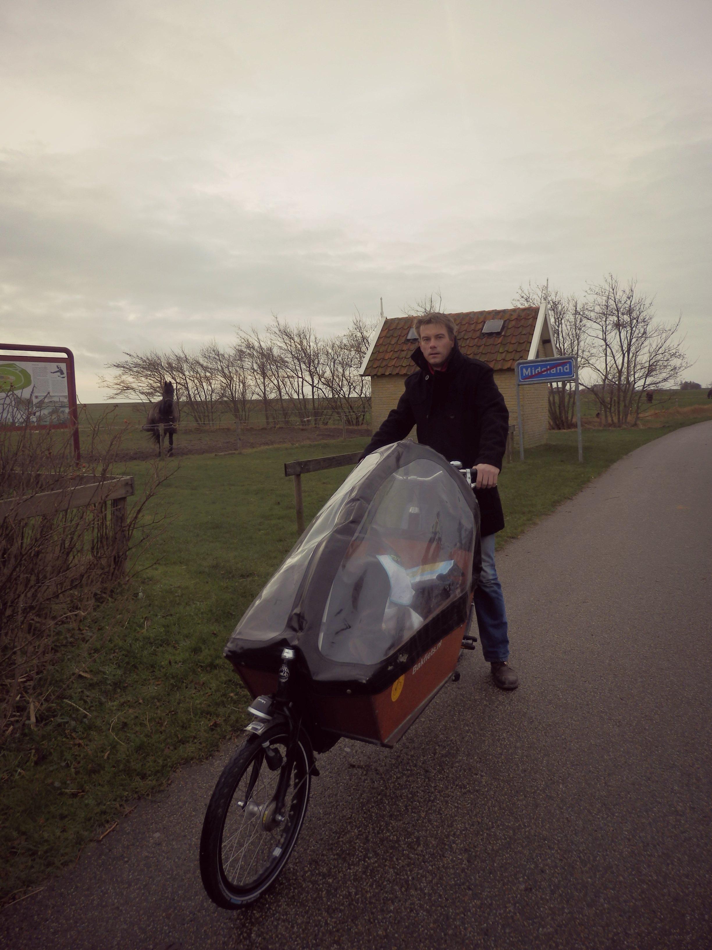 Dutch people love bikes – ww w/linky