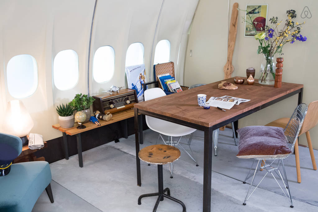 sleep in  an Airplane Apartment 1