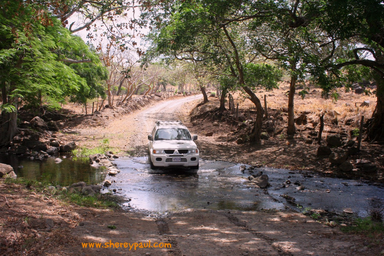 off road driving from Rio Celeste to Miravalles