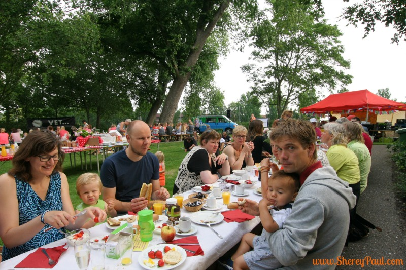 Harlinger Parkontbijt or breakfast in the park