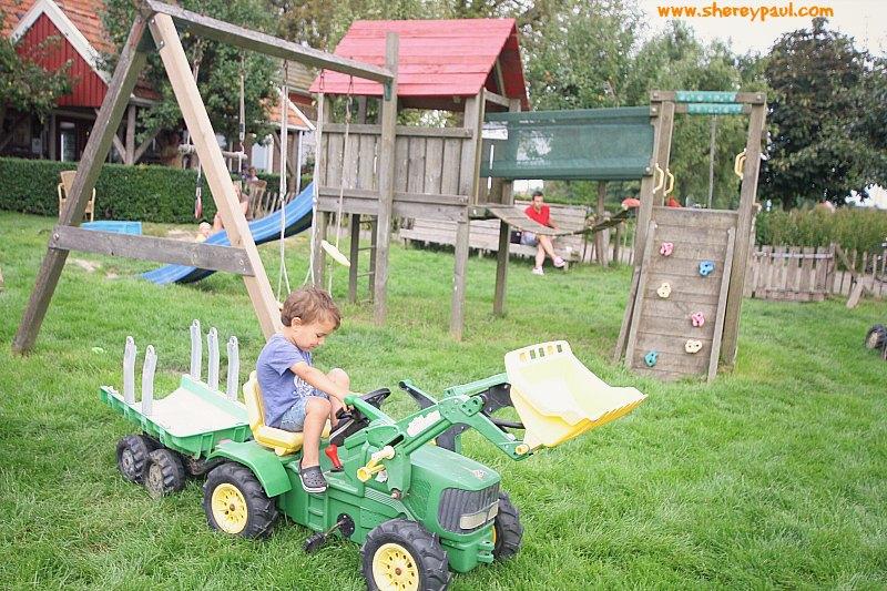playgrounds-in-friesland-ijsboerderij-boereiis