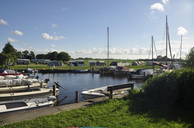boerencamping het klokhuis met haven in Friesland