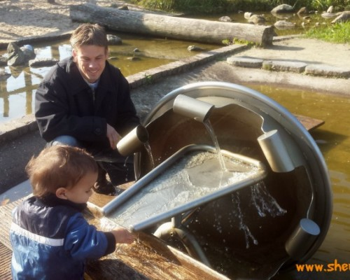 AtoZ of Friesland with kids: playing with water at de Kruidhof